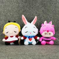 conejo blanco juguete suave al por mayor-Al por mayor-3Styles Anime Kawaii Alicia en el país de las maravillas peluches rellenos suaves Alice Cheshire Cat muñecas blancas del conejo Regalos para niños 18-24cm