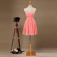 kısa şeftali sevgilisi elbisesi toptan satış-Ucuz Basit Şeftali Pembe Gelinlik Giydirme Straplez Sevgiliye Pileli Balo Elbise Kısa Kokteyl Elbise Diz Boyu