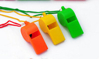 Venda por atacado New Arrival Cheerleading Plastic Whistle Pure Color Whistles Brinquedos para crianças Sports Game Accessories