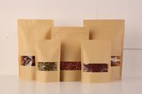 крафт-упаковка оптовых-100Pcs Продовольственные влагостойкие сумочки, мешки для окон Браун Kraft Paper Doypack Pouch Ziplock Упаковка для закуски, печенья 15,5 * 24 см