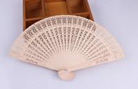 chinesisches holz handwerk großhandel-Holz Fans Braut Hochzeit chinesische Holz Accessoires handgemachte Phantasie begünstigt kleine Geschenke für Gäste Damen Hand Holzschnitzereien Kunsthandwerk