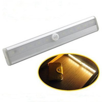 10 LED Wireless Motion Sensing Light Bar con striscia magnetica Stick-on ovunque per illuminazione interna (con batteria)