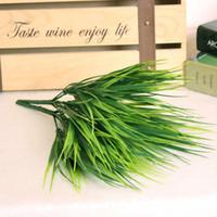 ingrosso arrangiamenti artificiali artificiali-Piante artificiali di erba verde Fiori artificiali di plastica Foglie d'imitazione Pianta per la sistemazione di decorazione domestica di nozze