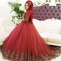 moda müslüman elbise toptan satış-2018 Yeni Moda Müslüman Koyu Kırmızı Balo Quinceanera Elbiseler Yüksek Boyun Uzun Kollu Altın Dantel Aplike Tatlı Onaltı Abiye