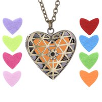 Diffuseur Locekt Heart Necklace 316L Stainless Steel Aromatherapy Locket Vintage Hollowout huile essentielle Avec chaîne sans 6pcs pad NE643