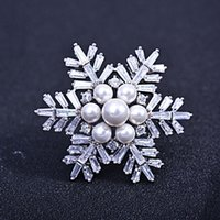 Wholesale Christmas Dinner Plates - Europe and the United States new Christmas snowflake zircon brooch fashion noble dinner gorgeous pearl corsage wild coat pin