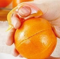 neue haushaltsgegenstände großhandel-Neue Design Küche Kunststoffschäler Haushaltsgegenstände Orangenschäler Gerät Gadgets Kochutensilien Parer Finger Open Fruit Peel
