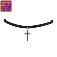 Vente en gros - Hot New Fashion Pure Black Velvet Leather Torques Retro Cross Pendentifs Maxi Statement Chokers Collier Pour Femmes 2017 Bijoux