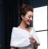 ingrosso involucro bianco coniglio-Capelli corti Giacca da sposa avvolgente 2017 NUOVI accessori da donna bianchi da sposa Elegante scialle nuziale Bolero