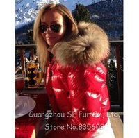 Dongguan_wholeTide Hochwertige Ultra Light Feather Warm Gesteppte Winter Ente Daunenjacke Damen Designer Marke Real Waschbär Pelz Kragen Mantel