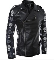Skull PU Leather Jacket Stampa Skull Hearts Design Incline Tasche con cerniera Big Turn Down Collar Man Manica lunga Moto Jakcets Nave libera