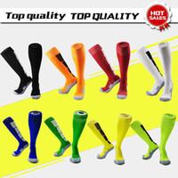 calcetines de fútbol verde negro al por mayor-envío gratis calcetines de fútbol llano blanco negro rojo verde amarillo calcetines de fútbol al por mayor