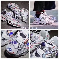 Barato Outdoor Outdoor Halloween-Botas lançadas por atacado Vetements Insta Pump Fury Graffiti Halloween Sneakers Black White Insta Pump Fury OG 2017 Outdoor Training Shoes