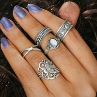 Motif Vintage Gravé Pas Cher-Retro Hollow Engraved Pattern Inlaid Gem Combination Joint Ring Ring Ring Ring Hip Hop Vintage Jewelry 5Piece / set Midi Rings Girl Fashion