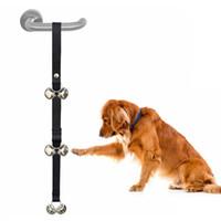 sinos ao ar livre venda por atacado-5 5bq Cão Criativo Campainhas Práticas Pet Cat Doorbell Resistência Ao Desgaste Fitas Resistentes Com Dois Sinos Pequenos Sinos Melhores Para Os Seus Animais de Estimação