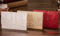 sobres x al por mayor-Venta al por mayor- Envío gratuito 20 X Creative Gold / Red / White Laser Cut Tarjeta de invitación de boda con sobre Favor de boda Regalo Fuente de fiesta