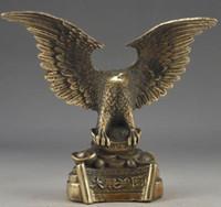águia de bronze antigo venda por atacado-Elaborar Chinês Do Vintage Latão Handwork Riqueza Sucesso Águia Estátua Artes Artesanato Antiguidades Estátua De Metal Escultura