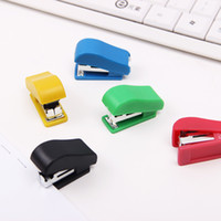 2 PCS Mini Stapler Set di cancelleria in plastica Kawaii Stapler Carta Accessori per ufficio Circa 100Pcs Staples