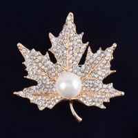 ingrosso inviti di nozze di spilla-Vintage spilla di strass lega d'oro lega di perle foglia gioielli corsetto spilla per nuziale invito a nozze costume vestito da partito pin regalo