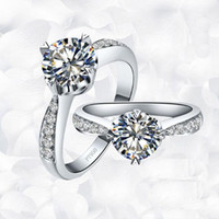 ring stil japan großhandel-Luxus 1 ct Cushion Cut Synthetische Engagement Diamant Ringe Für Frauen Vergoldet Ehering Übertrieben Ring Japan / Koreanische Art Royal Cou