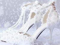 белый перламутровый ботинок оптовых-Модные белые кружевные туфли невесты ручной работы цветок и жемчуг свадебные туфли на платформе выпускного вечера туфли на высоком каблуке туфли для подружек невесты