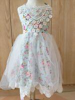 häkeln blumen tulle kleid großhandel-INS Sommer Mädchen Häkelspitze Kleider Baby Mädchen Tüll Blumendruck Kleid Prinzessin Hochzeit Kleid Kinder Boutique Kleidung