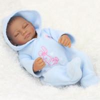 blumenstrauß spielzeug diy großhandel-28 cm schwarz haut baby boy realistische reborn baby puppe weiche silikon vinyl neugeborenes baby mädchen kinder kind geburtstagsgeschenk spielzeug
