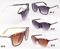 tasarımcı güneş gözlüğü notu toptan satış-Popüler Tasarımcı Kadınlar Marka Güneş gözlüğü için Moda Güneş 8018 Büyük Çerçeve Güneş Gözlükleri Yüksek dereceli Anti-UV Gözlükler İyi Kalite