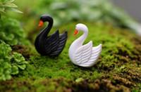 ingrosso ali del giardino-White Black Swan Waving Wings Animal Miniature Fairy Garden Casa Case Decorazione Mini Craft Micro Landscaping Decor Accessori fai da te