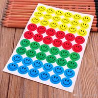 lehrer belohnung aufkleber großhandel-(1 Packung = 10 Blatt = 540 Stück) Classic Toys Smile Aufkleber Smiley Face Selbstklebepapier Label für Schullehrer Belohnungen Kinder