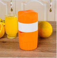 plastik zitruspresse großhandel-Haushalts Orange Saftpresse Kunststoff Hand Orange Zitronensaft Obst Squeezer Citrus Juicer Obst Gemüse Werkzeuge IA588