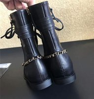 Barato Mulheres Bombeiam Sapatos Atacadistas-2017 Hot Sale Black Ankle Boots para mulheres Chunky Shoes Chain Pumps Primavera Outono Slip em couro Luxurious Brand Boots Sneakers Atacado