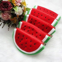 Vente en gros - Sacs à monnaie en peluche Red Watermelon Portefeuille à fruits Big Volume Watermelon School Sac à crayons pour stylos pour enfants Broches pour monnaies populaires