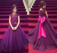 manchon violet robes de demoiselle achat en gros de-2017 Purple Girls Pageant Robes avec Cap Sleeve Dentelle Appliques Robes Première Communion Princesse Une Ligne Fleur Filles Robes Grand Arc Perlé