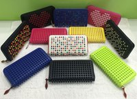 Großhandel Long Style Paneled Spiked Clutch Frauen Lackleder gemischte Farbe Nieten Party Clutches Lady Long Geldbörsen mit Spikes
