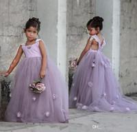robe de chambre lilas pour filles achat en gros de-Belle Lavande Lilas Puffy Tulle Enfants Robes De Cérémonie Robes De Fille De Fleur avec Des Fleurs À La Main Fait À La Main Dos Nu Arabe Filles Pageant Robe