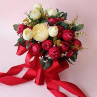 el buketi kırmızı gül toptan satış-Son 2017 Kırmızı Fildişi Gül El Yapımı Çiçekler Yeşil Yapraklar Gelin Nedime Buketleri Ile Düğün Buket Ücretsiz Kargo EN9185