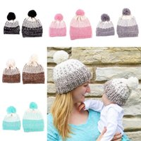 en iyi örme şapkalar toptan satış-2017 Sonbahar Kış 2 Adet Sevimli Anne Bebek Tığ Örme Beanie Şapka Çocuk Yetişkin Kış Sıcak Kürk Ponpon Caps en iyi Noel Hediyesi