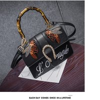 2017 New fashion ladies handbags honeybee bordado bambu handles bolsas único ombro crossbody bolsas tote famoso designer designer bolsas