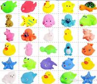 kauçuk bebek çocuk toptan satış-Bebek Banyo Oyuncakları Su Yüzen Bebekler Hayvan Karikatür Sarı Ördekler Denizyıldızı Çocuk Yüzme Plaj Kauçuk Oyuncak Çocuklar Hediyel ...