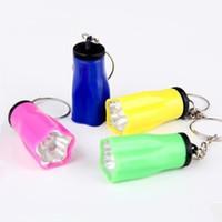 pequeñas linternas de plástico al por mayor-Plum Blossom Llavero Linternas LED Linterna Pequeñas Luces de Emergencia Ligeras Colorido Universal Útil Plástico Eficiente Bombilla 0 45js