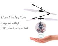 helicóptero de suspensión rc al por mayor-Fly Toy RC Helicóptero Juguetes Flying Induction LED Noctilucent Bola Quadcopter Drone Sensor Suspensión Control Remoto Aviones Regalo de los niños
