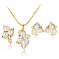 Crystal Pearl Flower Necklace Anel Earrings Jóias Conjuntos Gold Diamond Bride Bridesmaid compromisso Wedding Jewelry Gift