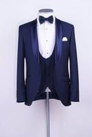 trajes de satén azul al por mayor-Venta al por mayor- Padrinos de boda Mantón de satén Solapa Novio Esmoquin Azul Trajes de un botón Boda Mejor hombre Blazer (chaqueta + pantalones + chaleco + corbata) Z70