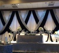 eis seide hochzeit großhandel-Luxus / NETTE freie Verschiffeneisseide WEISSE Hochzeitshintergründe / VORHÄNGE mit schwarzen Swags und silberner Paillette / Vorhängen 3M * 6M
