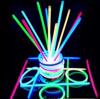 Éclairage Multi-couleur Pas Cher-Multi Color Hot Glow Stick Bracelet Colliers Party Flashing Light Stick Nouveauté Toy Concert Flashing Light Stick Nouveauté Toy KKA2305