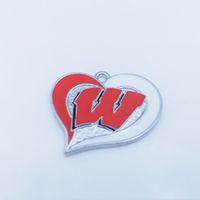 zapatos de tacón alto de artesanía al por mayor-Al por mayor- (10 piezas / lote) aleación de zinc chapado en rodio Wisconsin Badgers equipo de fútbol de la universidad remolino encantos del corazón