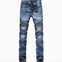 синие джинсы модные мужчины оптовых-Байкер джинсы человек Мото джинсовые мужчины модный бренд дизайнер разорвал проблемных бегунов промывают плиссированные мотоцикл джинсы брюки черный синий