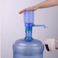 ingrosso pompe a mano d'acqua in bottiglia-Presa manuale portatile Pompa per acqua potabile Tubo rimovibile Dispenser manuale per pompa Acqua potabile manuale pressa manuale Pompa manuale KKA1860