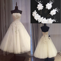 Lace Short Beach Wedding Dress for sale - 2017 Brilliant Short Lace Ball Gown Wedding Dresses Arabic Pearls Strapless Bridal Gowns Lace Appliques Plus Size Beach Wedding Gowns